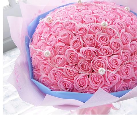 愛を伝えるなら大きな99本のバラのソープフラワーを